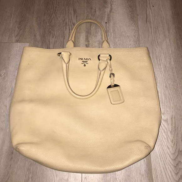 b03d7bba443b Authentic Prada Vitello Daino Tote Sabbia in beige.  M 5c79c4168ad2f97905527277